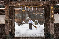 Monk sweeps snow<br /> Koyasan Shingon Temple, Mount Kōya, Wakayama Prefecture, Japan