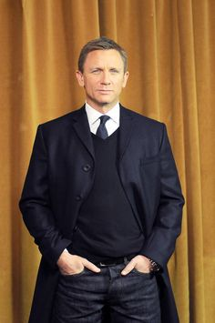 Find images and videos about James Bond, daniel craig and man fashion on We Heart It - the app to get lost in what you love. Daniel Craig Style, Daniel Craig James Bond, Rachel Weisz, Service Secret, Daniel Graig, Best Bond, Evolution Of Fashion, Big Men Fashion, Movie Stars