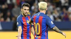 Munir celebra uno de sus tantos con Messi.