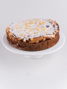 Klasyczny polski sernik - ciężki i wilgotny. Z kratką ciasta na wierzchu i lukrem. Pasuje na każdą okazję