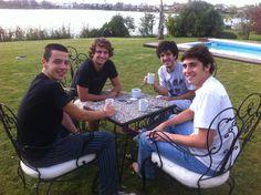 Tomando café con la banda de Esteban
