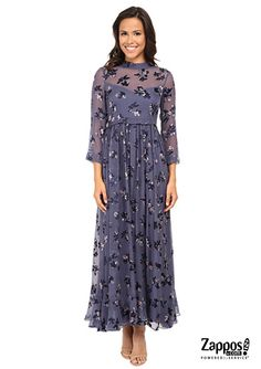 The feminine details on this romantic and classic dress are a dream. Radiates a vivid floral print on a flowy straight silhouette.