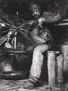 Martin Martinček - Pomáhaj ďalej žiť (a svojej práci) European History, World History, Social Photography, Eastern Europe, People Around The World, Old Photos, Black And White, Pictures, Painting
