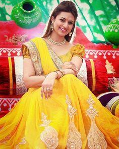 Divyanka Tripathi looking beautiful in yellow at her wedding Mehendi ceremony @InstantBollywood ❤❤❤ . #divyankatripathi #vivekdahiya #divyankavivek