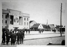 Według nieoficjalnych informacji w listopadowym zamachu pod kinem zginęło siedmiu Niemców, zaś dziewiętnaście osób zostało rannych