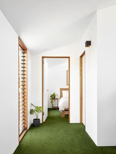 Studio House by Zen Architects is a flexible, functional and adaptable space that makes use of a back garden and residential laneway. Architects Melbourne, Melbourne Architecture, Sustainable Architecture, Contemporary Architecture, Zen House, Palette, Small Buildings, Small Houses, Home Interior Design