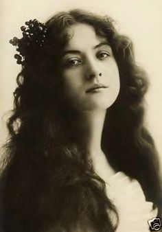 Maude Fealy (March 4, 1883 – November 9, 1971) Fealy appeared in her first silent film in 1911 for Thanhouser Studios, making another eighteen between then and 1917, after which she did not perform in film for another fourteen years.