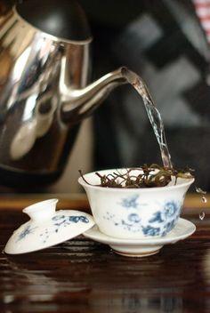 Dégustation d'un thé d'arbre ancien de Wuliang Shan - puerh.fr