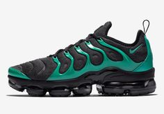 Direct factory Nike Vapormax Plus Eagles Black/Clear Emerald/Cool Grey - 924453 013 Nike Shoes, Making its debut in Men's Nike Air Max Plus TN Ultra Shoe gets a fresh makeover with a durable leather and mesh upper. Nike Air Max Tn, Nike Air Max Plus, Nike Air Max Running, Nike Air Vapormax, Running Shoes For Men, New Nike Sneakers, Air Max Sneakers, Mens Nike Air, Nike Men