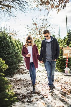 Love this outfit so much! The corded sweater is amazing and I love it with the coat, ankle boots and skinny jeans. Winter Engagement Photos, Engagement Photo Outfits, Engagement Pictures, Picture Outfits, Couple Outfits, Farm Clothes, Blue Jeans, Stylish Couple, Fashion Couple