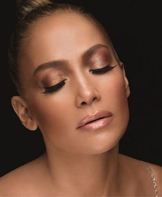 Get the Look: All the secrets of Jennifer Lopez for the ultimate summer makeup - Makeup Looks Going Out Jlo Glow, Jlo Perfume, Best Perfume, Jlo Makeup, Makeup Goals, Flawless Makeup, Maquillage Jlo, Wedding Makeup, Bridal Makeup