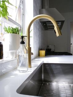 East Linear by Newport Brass pull down faucet http://www.newportbrass.com/products/categories/05/Kitchen/21/Pull-DownPull-Out-Faucets/990/East-Linear/26/Polished-Chrome/1500-5103