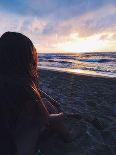 atardecer en la playa 🌅😊 - sunset on the beach 🌅😊 - atardecer Beach Photography Poses, Beach Poses, Summer Photography, Photography Captions, Photography Outfits, Underwater Photography, Summer Pictures, Beach Pictures, Beach Tumblr