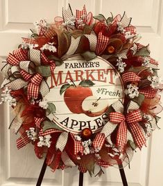Mesh Wreath Tutorial, Diy Wreath, Wreath Ideas, Candy Wreath, Wreath Making, Wreath Crafts, Deco Mesh Wreaths, Holiday Wreaths, Ribbon Wreaths