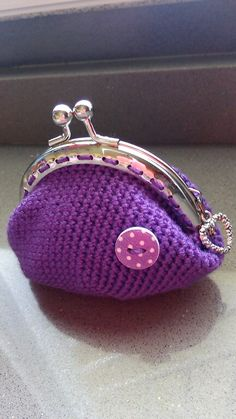 monedero violeta a crochet