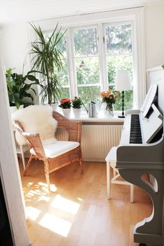I'll have a piano room just like this someday. minus the weird fur thing on the chair.