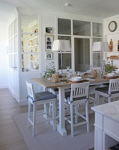 Kitchens We Love: 8 Efficient Areas to Inspire You Real Living Philippines Kitchen Office, Kitchen Living, Home Living Room, Kitchen Diner Designs, Casa Decor 2016, Small Loft, House And Home Magazine, Dining Room Design, Home Kitchens