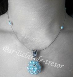 Collier Mariage Sphère de perles nacre cyan via Eclat de tresor. Click on the image to see more!