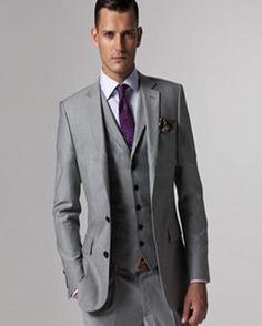 El color adecuado para el traje, depende del momento del día. Para una boda