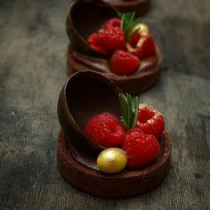 pastryinspirationschool.com . #Repost @_zvezdazvezda_: И еще тарталетки! Для любителей шоколада. #песочноетесто #тарталетки #шоколад #ягоды #малина