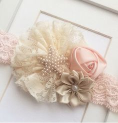This peach,cream and beige vintage inspired headband features a cluster of three flowers in lace and satin and is embellished with a pearl starfish center! Perfect for ages newborn-Adult