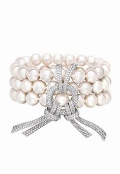 18 carat white gold bracelet with 427 diamonds and Japanese cultured pearls by Chanel Joaillerie