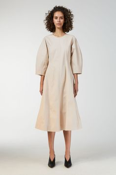 Cut from a crisp and stretchy cotton twill, this dress is sewn of panels with visible cutline details. The plain design makes it possible to style the dres