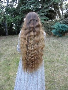 Classic length wavy hair<<< I'd trade my locks for these in a heartbeat!!