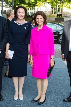 STOCKHOLM, SWEDEN - AUGUST 24: Queen Silvia of Sweden and Finnish first lady Jenni Haukio attend an art exhibition marking Finnlands centenary at the Army Museum on August 24, 2017 in Stockholm, Sweden. (Photo by MICHAEL CAMPANELLA/Getty Images)
