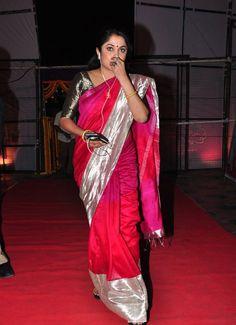 Indian Beauty Saree, Indian Sarees, Ethnic Sarees, Silk Sarees, Bridal Blouse Designs, Saree Blouse Designs, Beautiful Girl Indian, Beautiful Saree, Saree Jewellery