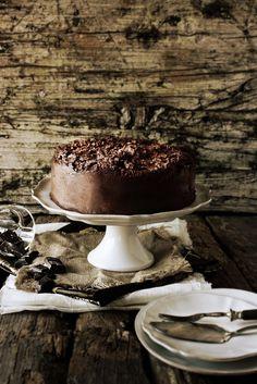 gâteau au chocolat avec glaçage de truffles / chocolate cake with truffle frosting