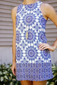 this blue & white printed shift dress is so adorable! must have for summer!