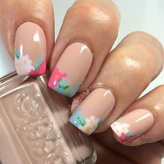 Simple floral tips nude