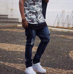 camiseta exercito + calça jeans escuro em alta 2017
