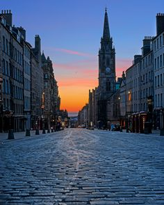 The Royal Mile in Edinburgh, Scotland. Name given since the 16th-century to a succession of streets which form the main thoroughfare of the Old Town of the city of Edinburgh in Scotland. As the name suggests, the Royal Mile is approximately one Scots mile long.It runs between Edinburgh Castle down to Holyrood Abbey.