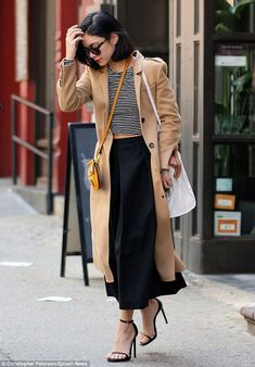 vanessa hudgens quotes woody allen me too movies style fashion hair makeup outfits 2019 In a recent interview with the L. Times, Vanessa Hudgens opened up about her desire to work with Woody Allen. Estilo Vanessa Hudgens, Vanessa Hudgens Style, Look Fashion, Autumn Fashion, Womens Fashion, Fashion Trends, Net Fashion, Fashion Fashion, Fashion Weeks