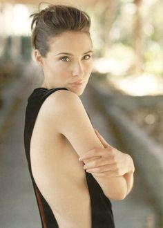 http://images4.fanpop.com/image/photos/20600000/Claire-Forlani-claire-forlani-20677259-1196-1677.jpg