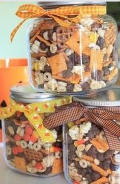 A cute and delicious idea for  a fall wedding! #favors #weddings #food