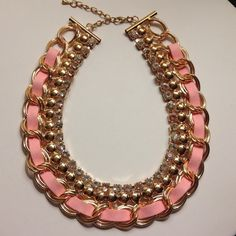 Weekend Wardrobe Party HP. Brand new ✨✨Cute and elegant rose gold statement necklace. New never worn. The 10th rhinestone on the right (first pic) has a hint of pink, not totally colorless. 17.72 * 1.18 inch. Jewelry Necklaces