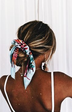 Pin By Eden Graves On Hair Hair Styles Scarf Hairstyles Long - messy hairstyles with bandana messy hairstyles men Easy Hairstyles For Medium Hair, Medium Hair Styles, Curly Hair Styles, Girl Hairstyles, Beach Hairstyles For Long Hair, Easy Summer Hairstyles, Hairstyles With Scarves, Winter Hairstyles, Hairstyles Videos