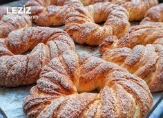 Tarçınlı - Tereyağlı Çörek Cinnamon Butter, Cinnamon Rolls, Healthy Eating Tips, Healthy Nutrition, Vegetable Drinks, Turkish Recipes, Dessert Recipes, Desserts, Bagel