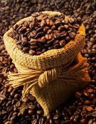 Por: Santiago García.-- En alguna época se dijo quepara saber de política en Colombia, había que saber de café. Es que Colombia fue una república del café, que se desarrolló, creció, se expandió y hoy sufre en torno al café. Grandes líderes como Pedro Uribe, Fernando Londoño Londoño, Manuel Mejía, Arturo Jaramillo, se hicieron gracias…