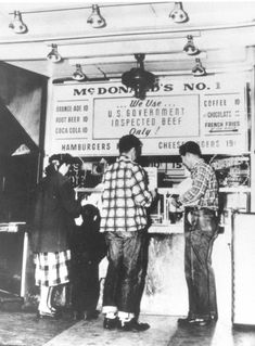 First McDonald's burger stand, San Bernardino, California, 1940 - vintage everyday: Old McDonald's – Historical Photos of the Biggest Fast Food Brand in the World Since Established Till the Ray Kroc, Mcdonalds, New Hampshire, Richard And Maurice Mcdonald, Expos Paris, Burger Stand, Mcdonald Menu, Fast Food Chains, Fast Food Restaurant