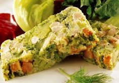 """A <a href=""""http://mdemulher.abril.com.br/culinaria/receitas/receita-de-terrina-brocolis-575879.shtml"""" target=""""_blank"""">terrina de brócolis</a> é uma receita saudável e fica pronta em até 30 minutos."""