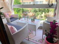 Flowering balcony of the Sedef lady. 1 Elçin Mehmet – Home Trends 2020 Balcony Furniture, Diy Outdoor Furniture, Diy Furniture, Furniture Design, Outdoor Decor, Pallet Ideas, Minimal Kitchen Design, Small Porch Decorating, New Kitchen Gadgets