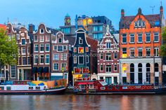 Night city view of Amsterdam canal with dutch houses — Stock Image #51394453