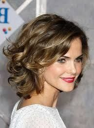 Resultado de imagem para penteados cabelo curto senhora Short Hair Tutorial, Hair Styles 2016, Medium Hair Styles, Layered Haircuts For Medium Hair, Medium Short Hair, Short Hair Updo, Short Hair Styles Easy, Curly Hair Cuts, Short Wedding Hair