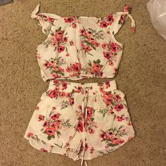 Flynn Skye set Super cute Flynn Skye set. Medium too small bottoms never been worn Flynn Skye Dresses