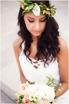 A TERMÉSZETES SZÉPSÉG SOSEM MEGY KI A DIVATBÓL!  Nincs ez másképpen a menyasszonyi sminkek és frizurák tekintetében sem. Mert az, aki szép, az természetesen is szép - de a szépség kiemelésére sosincs jobb alkalom, mint az esküvőd napja. #menyasszony #smink #frizura