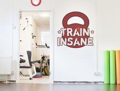 https://www.i-love-wandtattoo.de/dekoratives/fitness/wandtattoo-hantel-mit-schriftzug-als-cooler-sportdekor.html